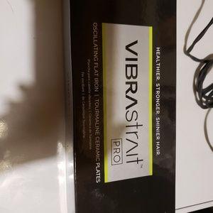 "VIBRASTRAIT PRO 1"" Vibrating Flat Iron"